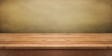 Photo pour Background with empty wooden deck table over grunge wallpaper - image libre de droit