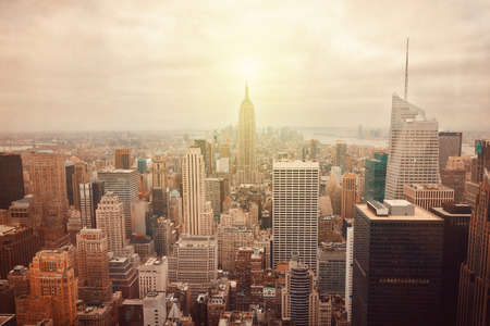 Foto de New York City skyline with retro filter effect - Imagen libre de derechos