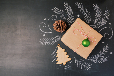 Photo pour Christmas holiday gift on chalkboard background. View from above with copy space - image libre de droit