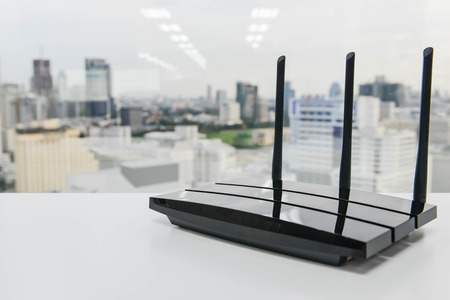 Foto de Black three poles wifi router on the white table - Imagen libre de derechos