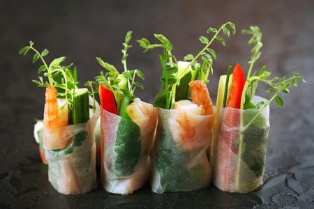 vietnamese rice paper rolls with prawns and vegetables