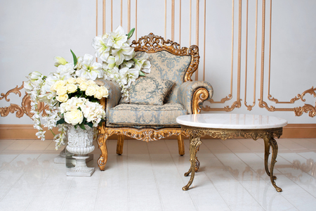 Photo pour Luxurious vintage interior in the aristocratic style with elegant armchair and flowers. Retro, classics - image libre de droit
