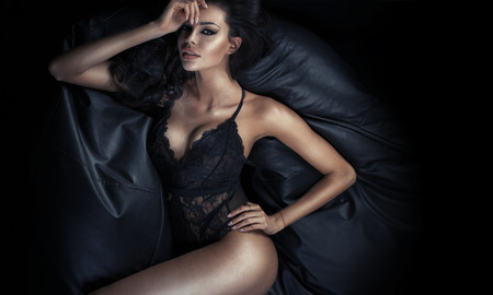 Photo pour Beautiful tawny lady lying on the couch - image libre de droit