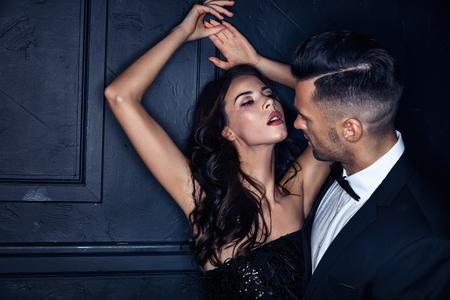 Photo pour Portrait of a sexy woman seducing her handsome lover - image libre de droit