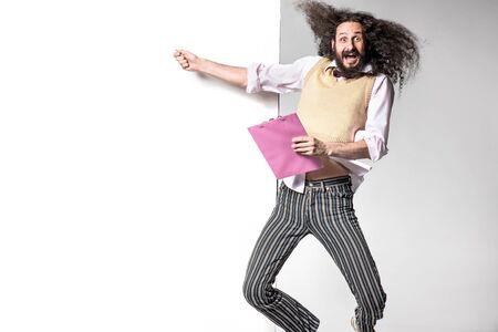 Foto de Jumping nerd pointing an empty billboard - Imagen libre de derechos