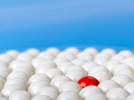 Photo pour stand out red ball surrounded by white balls on blue background - image libre de droit
