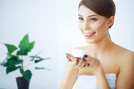 Photo pour Beauty and Care. A Woman With Pure Skin Hold A Face Cream. Morni - image libre de droit