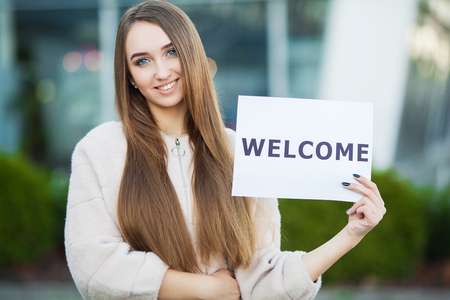 Photo pour Women business with the poster with welcome message - image libre de droit