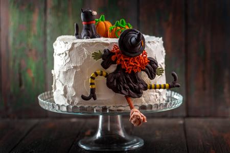 Photo pour Cake with a witch - image libre de droit