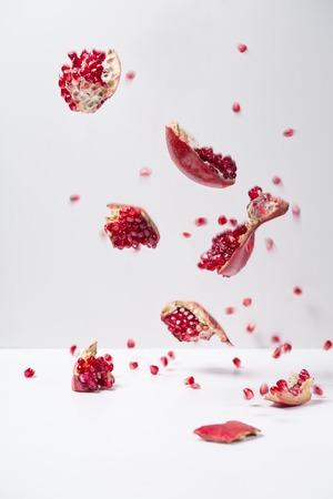 Photo pour Ripe juicy pomegranate - image libre de droit