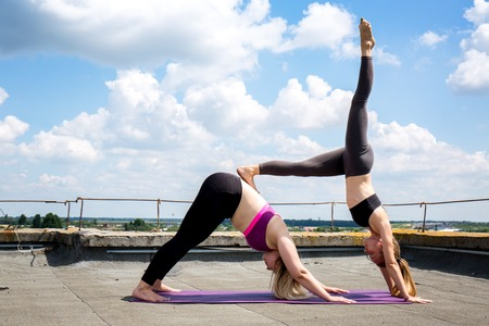 Foto de Affiliate yoga pose for balance - Imagen libre de derechos