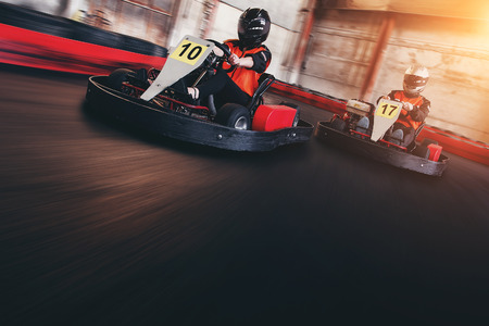 Photo pour Go kart speed rive indor race oposition race - image libre de droit