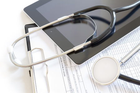 Photo pour Digital tablet with stethoscope and paperwork - image libre de droit
