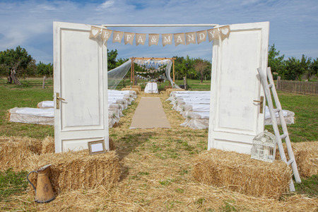 Photo pour outdoor rural country wedding venue setting - image libre de droit