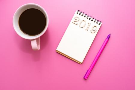 Photo pour 2019 composition of Notepad, pen, coffee Cup with flower purple background - image libre de droit