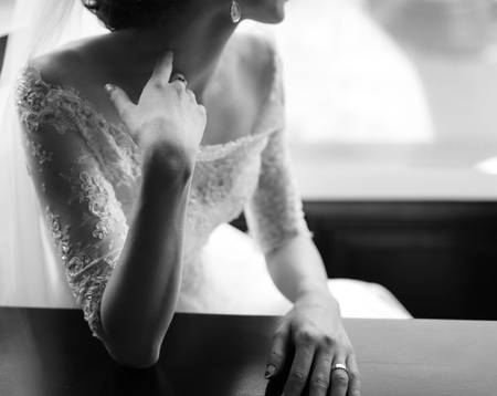 Photo pour Young caucasian bride. Black and white wedding picture. - image libre de droit