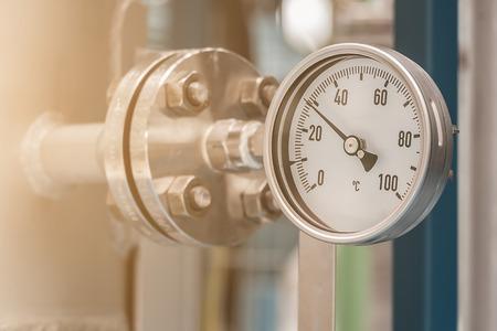 Photo pour Temperature gauge in petrochemical plant - image libre de droit