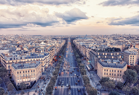 Photo pour Champs-Elysee avenue in Paris - image libre de droit