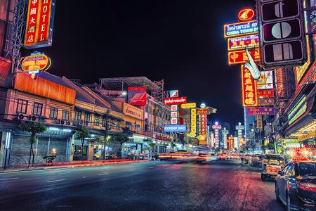 Photo pour The busy Yaowarat road in Chinatown Bangkok - image libre de droit