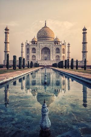 Photo pour Taj Mahal in sunrise light, Agra, India - image libre de droit