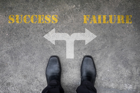 Foto de Black shoes has decision to make at the cross road - success or failure - Imagen libre de derechos