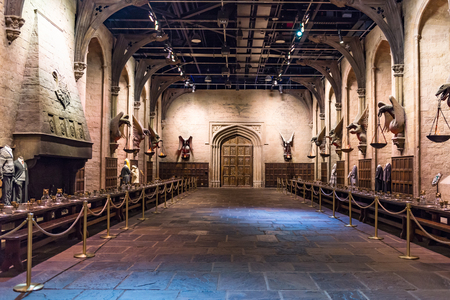 Photo pour LEAVESDEN, UK - MARCH 24th 2017: The set of the Great Hall as Hogwarts. The Hall is located at the Warner Brothers studio and can be visited during the Making of Harry Potter tour. The studio is near London in Leavesden, UK - image libre de droit