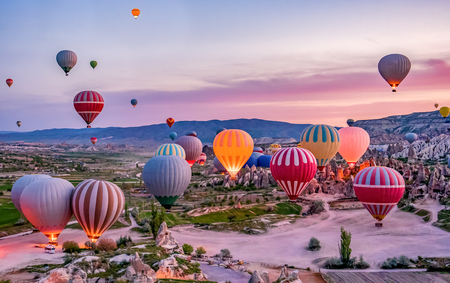 Foto per Colorful hot air balloons before launch in Goreme national park, Cappadocia, Turkey - Immagine Royalty Free