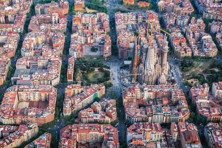 Foto de Barcelona aerial view, Eixample residencial district and Sagrada familia, Spain. Typical urban grid - Imagen libre de derechos