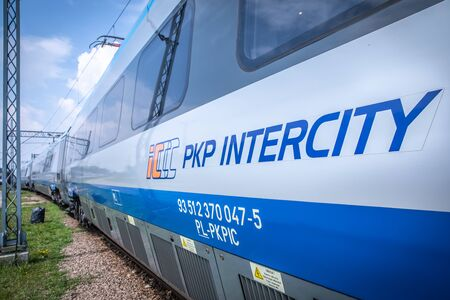 Foto per KRAKOW, POLAND - JULY 20, 2018; PKP Intercity High speed train Pendolino at platform in Cracow - Immagine Royalty Free