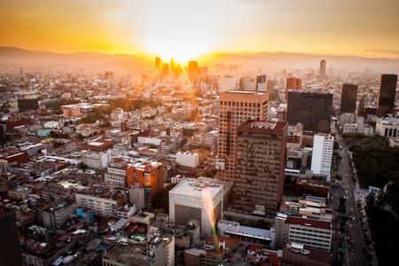 Foto de Aerial view of mexico city at sunset - Imagen libre de derechos