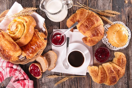 Photo pour coffee cup,croissant and milk - image libre de droit