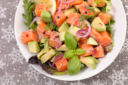 Photo pour salmon with avocado and basil - image libre de droit