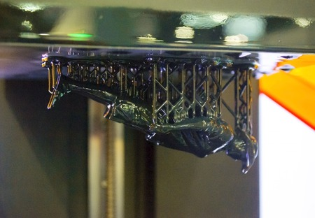 Foto de Stereolithography DPL 3d printer create detail and liquid drips, platform slowly move with liquid close-up. Progressive modern additive technology 3D printing, create scaled model by UV polymerization - Imagen libre de derechos