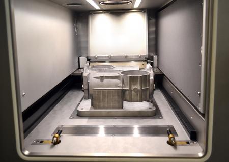 Foto de A model with supports created in a laser sintering machine stays in the working chamber. DMLS, SLM, SLS technology. Concept of 4.0 industrial revolution. Progressive modern additive technology. - Imagen libre de derechos