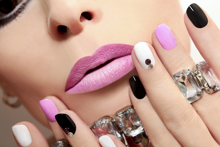 Photo pour Fashion nails with rhinestones and colored nail Polish. - image libre de droit