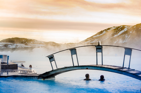 Photo pour a couple under the bridge in the thermal blue lagoon, Iceland - image libre de droit