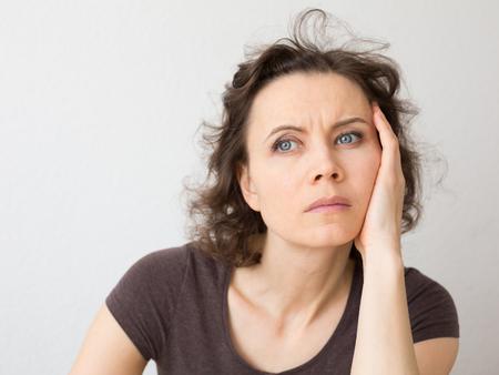 Foto de Close-up natural portrait of woman 30-40 years old - Imagen libre de derechos