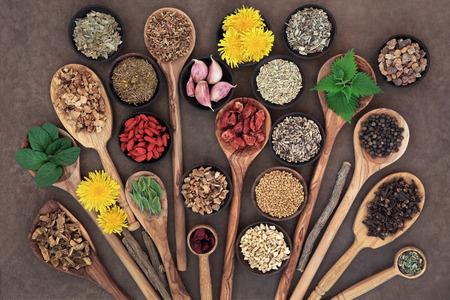 Photo pour Liver detox super food selection in wooden bowls and spoons over brown paper background.. - image libre de droit