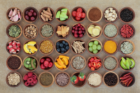 Foto de Superfood selection for cold and flu remedy to boost immune system. High in antioxidants, anthocyanins, vitamins and minerals. - Imagen libre de derechos