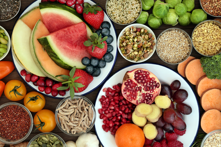 Foto de Health food concept with fresh fruit, vegetables, seeds, pulses, grains and cereals with foods high in vitamins, minerals, anthocyanins, antioxidants and fiber, top view. - Imagen libre de derechos