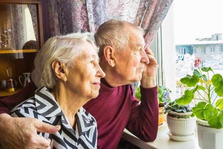 Photo pour Happy senior couple - image libre de droit