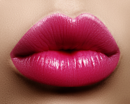 Photo pour Close-up perfect lip makeup beautiful female mouth. Plump sexy full lips. Macro photo face detail. Perfect clean skin, fresh lip make-up. Sweet pink lipstick, magenta color. Valentine's day style - image libre de droit