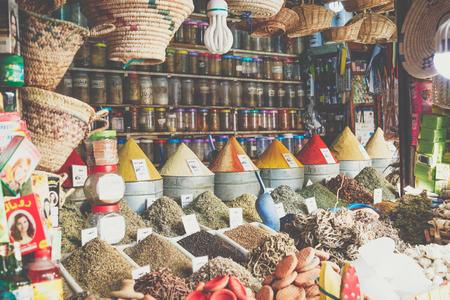 Foto de Selection of spices on a traditional Moroccan market (souk) in Marrakech, Morocco - Imagen libre de derechos