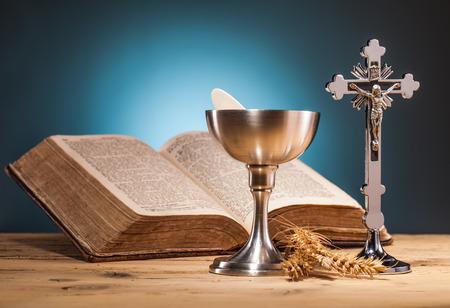 Photo pour christian holy communion  on wooden table - image libre de droit