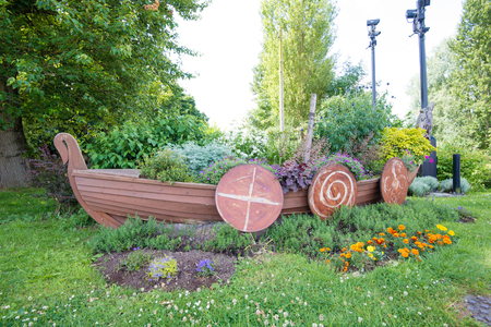 Foto de The well kept Viking long boat attraction by the bridge at Stamford Bridge, Yorkshire - Imagen libre de derechos