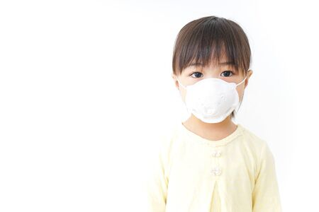 Photo pour A child wearing a face mask - image libre de droit