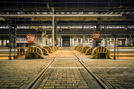 Photo pour Photo of an Abandoned industrial interior with bright light - image libre de droit