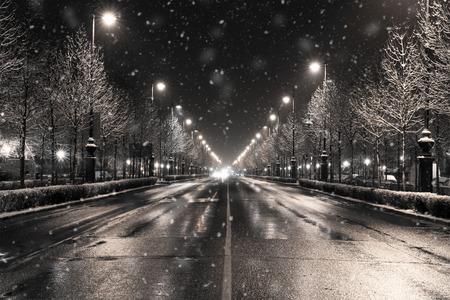 Photo pour a winter townscape in a snowfall, budapest - image libre de droit
