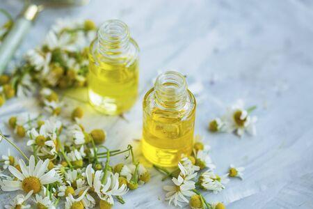 Foto de Chamomile oil ,  chamomile essential oil bottles with chamomile flowers - Imagen libre de derechos