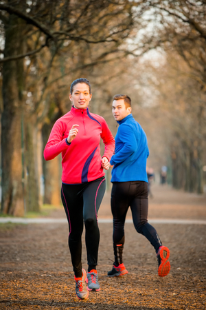 Photo pour Couple Jogging in park - image libre de droit